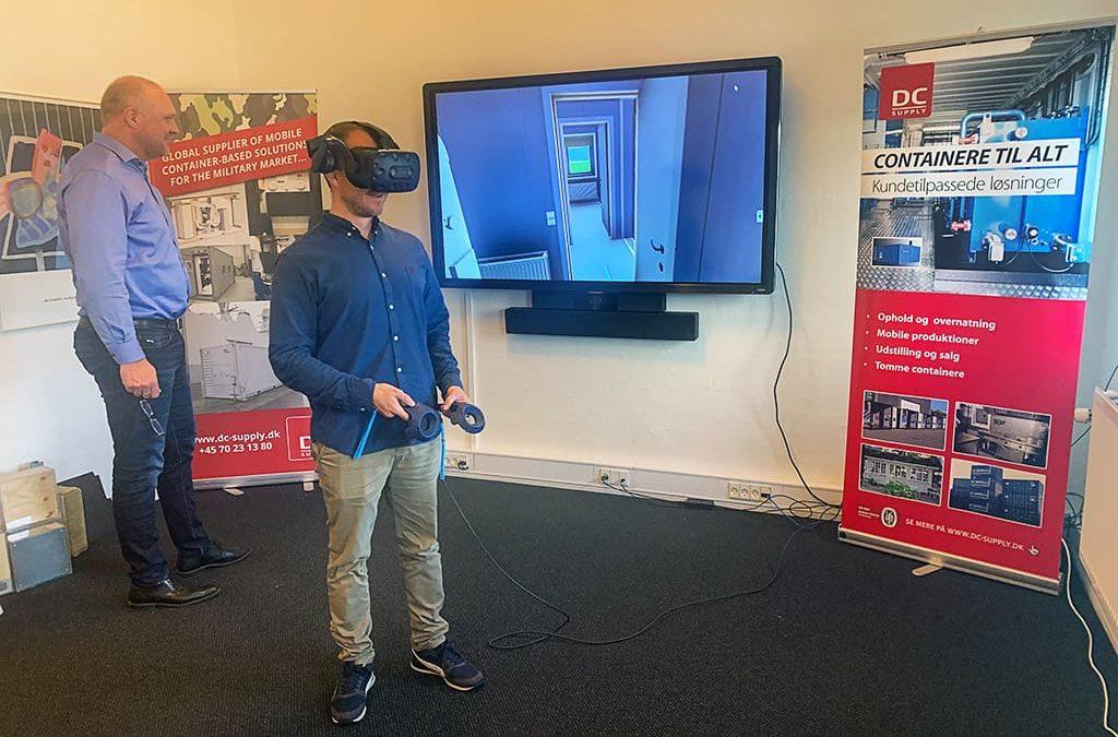Nutaarsiassaq! Containerinik suliniutit piviusuusaartitsineq (Virtual Reality) aqqutigalugu misigiuk